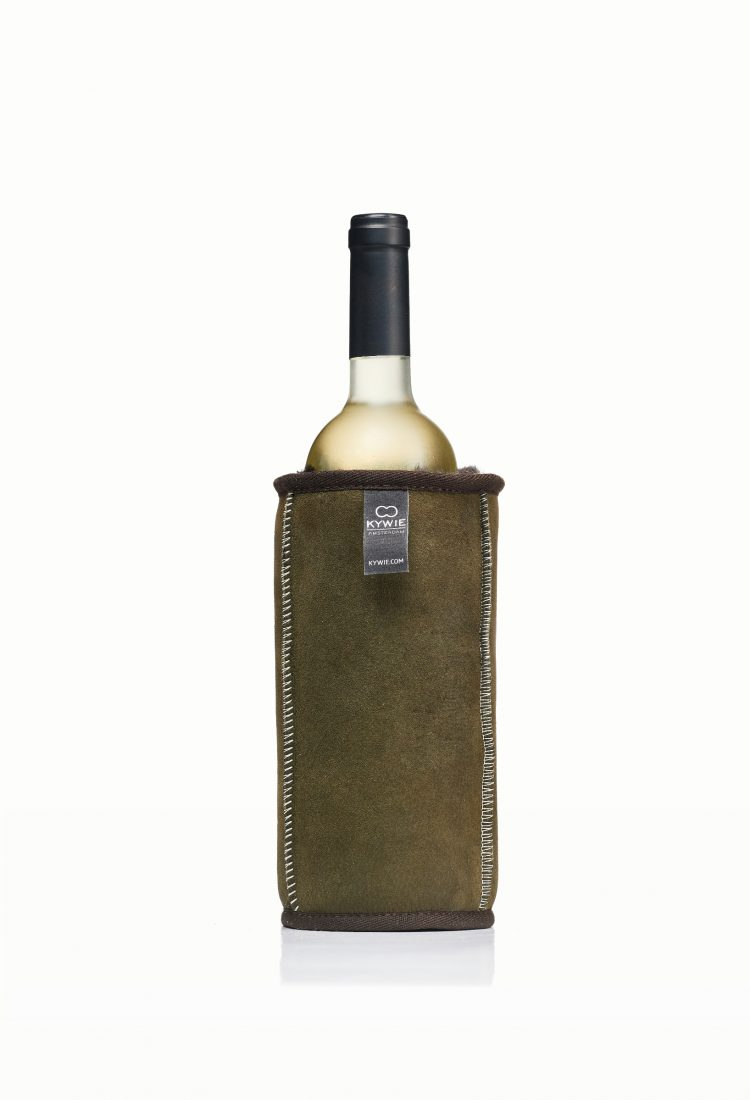 picknick with olive green wine cooler made of english sheepskin